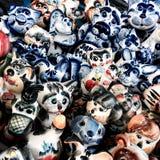 färgrika Toys De härliga målningshowerna och färgrika leksaker som göras av exponeringsglas och lera Arkivbilder