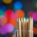 Färgrika träblyertspennor på färgrik bakgrund Royaltyfria Foton