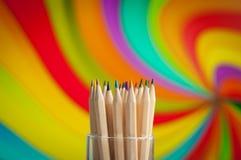 Färgrika träblyertspennor på färgrik bakgrund Royaltyfri Fotografi