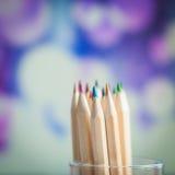 Färgrika träblyertspennor på färgrik bakgrund Royaltyfria Bilder