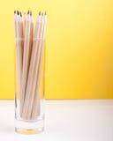 Färgrika träblyertspennor på gul bakgrund Fotografering för Bildbyråer