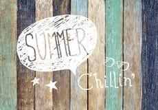Färgrika träplanka- och sommarbegrepp arkivbild