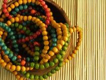 Färgrika träsmycken arkivbild