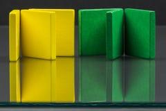 Färgrika trästycken för tangramteknik Arkivbilder