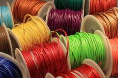 färgrika trådar Arkivfoton