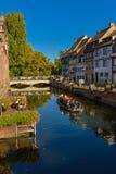 Färgrika traditionella fransmanhus i liten och nätt Venise, Colmar Royaltyfri Fotografi