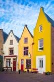 Färgrika traditionella hus i den holländska staden Deventer arkivbild