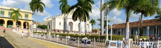 Färgrika traditionella hus i den koloniala staden av Trinidad Arkivfoto
