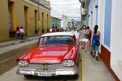 Färgrika traditionella hus i den koloniala staden av Trinidad Arkivbild