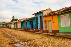 Färgrika traditionella hus i den koloniala staden av Trinidad, Cu Royaltyfria Bilder