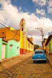 Färgrika traditionella hus i den koloniala staden av Trinidad, Cu Royaltyfri Bild