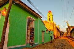 Färgrika traditionella hus i den koloniala staden av Trinidad, Kuba Royaltyfri Fotografi
