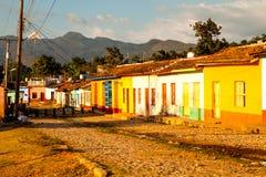 Färgrika traditionella hus i den koloniala staden Trinidad, Kuba Fotografering för Bildbyråer
