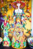 Färgrika traditionella mexikanska keramikdiagram på gatamarknaden Royaltyfri Foto