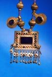 Färgrika traditionella smycken från Indien på blå bakgrund royaltyfria bilder