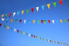 Färgrika triangulära flaggor, karnevalgarnering Royaltyfria Foton