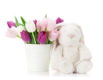 Färgrika tulpan och kanin kort easter Arkivbild