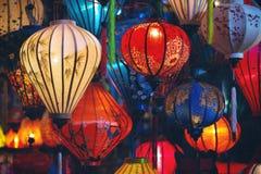 Färgrika upplysta lyktor i Vietnam royaltyfri bild