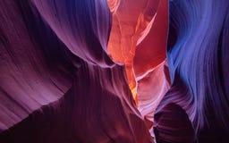 Färgrika väggar av sandsten på antilopkanjonen Arkivbild