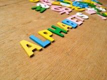 Färgrika wood alfabet royaltyfria bilder