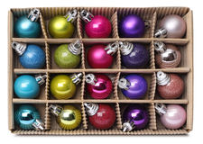 Färgrika Xmas-bollar i ask Royaltyfri Fotografi