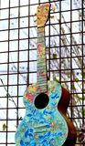 Färgrikt abstrakt begrepp för akustisk gitarr royaltyfria foton