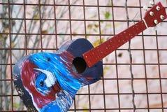 Färgrikt abstrakt begrepp för akustisk gitarr arkivfoton