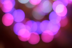Färgrikt abstrakt suddigt runt bokehljus av nattstadsgatan för bakgrund grafisk design och websitemall Arkivbilder