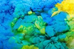 Färgrikt akrylfärgpulver i isolerat vatten abstrakt bakgrund illustrationen för fractals för explosionen för abstrakt bakgrundsfä arkivbild