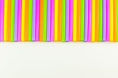 Färgrikt av att dricka sugrörbakgrund Royaltyfria Bilder