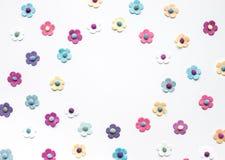 Färgrikt av blommapapper på vit Royaltyfri Bild