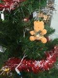Färgrikt av garnering för julgran för ask för gåva för ask för bolldockagåva Arkivbilder