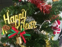 Färgrikt av garnering för julgran för ask för gåva för ask för bolldockagåva Arkivfoto