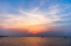 Färgrikt av solnedgång på Ang Sila Chonburi Thailand Royaltyfri Foto