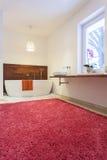 Färgrikt badrum arkivbilder