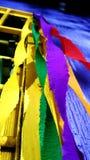 Färgrikt bandpapper för present Arkivbilder