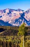 Färgrikt berglandskap av Sanen Juan Mountains i Telluride, Colorado, USA arkivbild