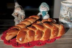 Färgrikt bröd med vintergarnering Arkivfoto