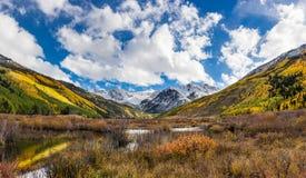 Färgrikt Colorado berg i nedgång Royaltyfri Fotografi