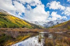 Färgrikt Colorado berg i nedgång Fotografering för Bildbyråer