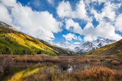 Färgrikt Colorado berg i nedgång Royaltyfri Foto