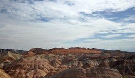 Färgrikt Danxia landskap, mycket härligt landskap Royaltyfri Bild
