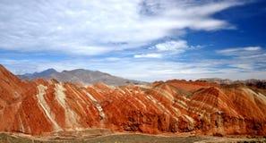 Färgrikt Danxia landskap, mycket härligt landskap Arkivbild