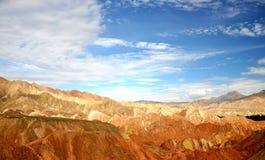Färgrikt Danxia landskap, mycket härligt landskap Arkivfoton