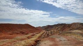 Färgrikt Danxia landskap, mycket härligt landskap Arkivfoto