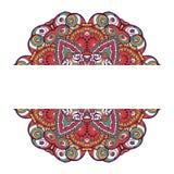 Färgrikt dekorativt etniskt kort med mandalaen Royaltyfri Foto