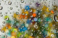färgrikt droppvatten Arkivbild