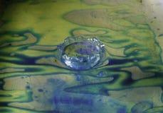 Färgrikt droppvatten Arkivfoto