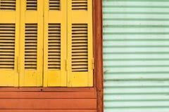 Färgrikt fönster för tappning fotografering för bildbyråer