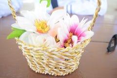 Färgrikt fejka blommor Fotografering för Bildbyråer